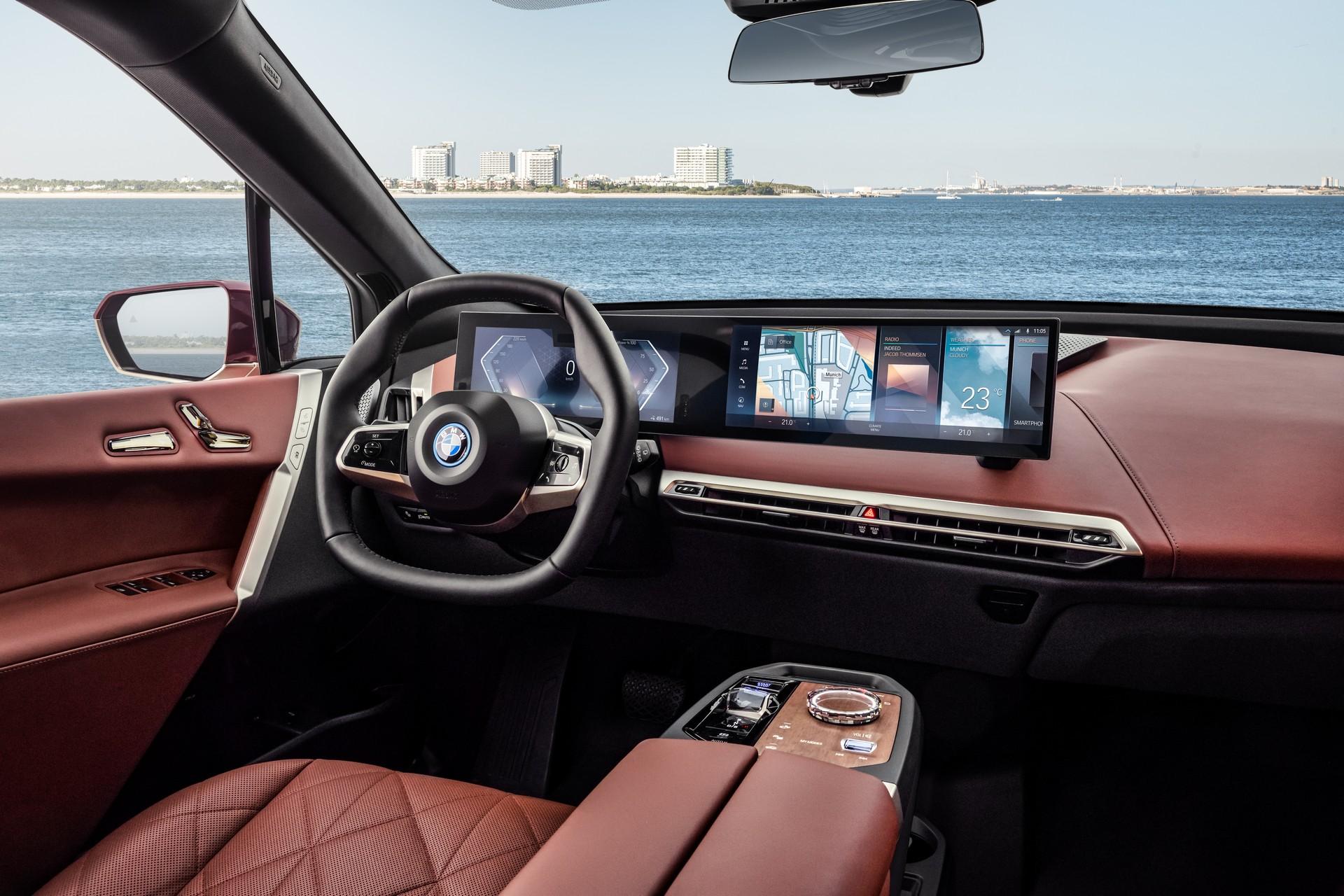 Το νέο iDrive της BMW είναι πιο ευφυές και θα το δούμε στην iX (video)