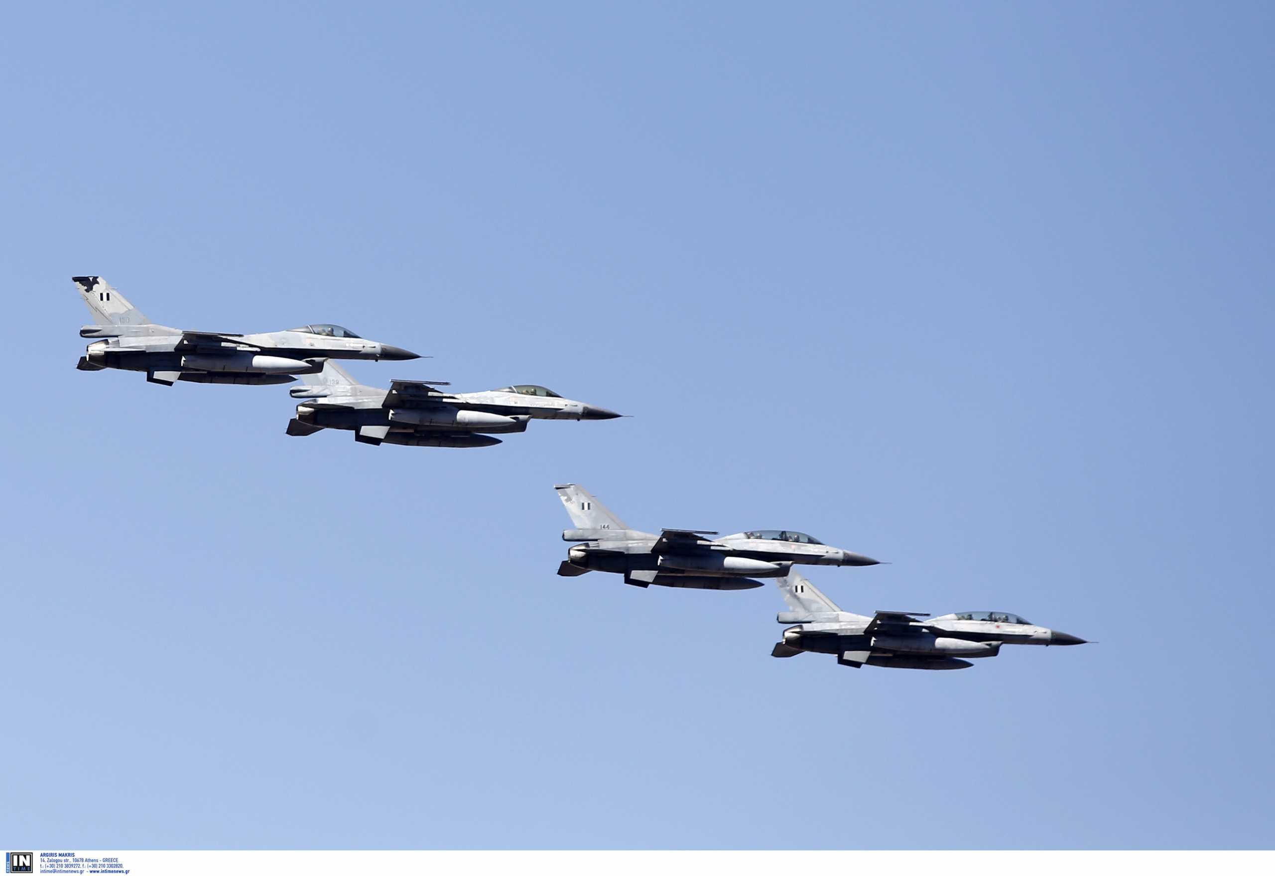 Παρέλαση 25ης Μαρτίου: Η στιγμή που μαχητικά F 16 σκίζουν τον ουρανό της Θεσσαλονίκης (pics, video)