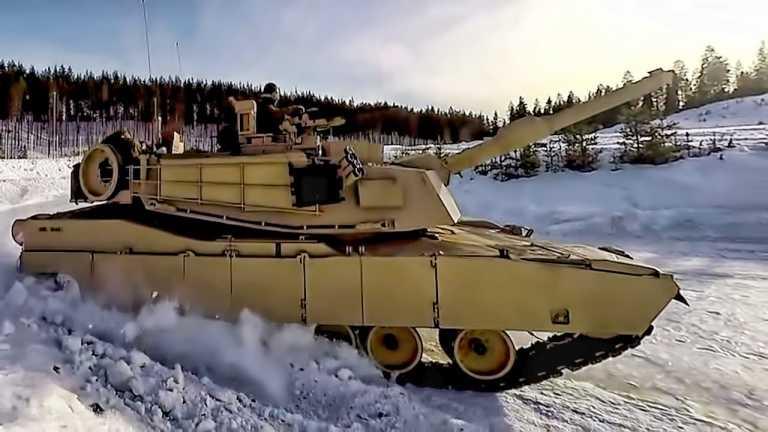 Abrams εναντίον Leopard: Νορβηγοί διδάσκουν Αμερικανούς να κάνουν «drift» με τανκ στον πάγο (video)
