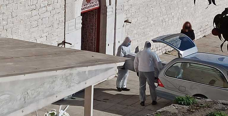 Lockdown – Αμφιλοχία: Αυστηρά μέτρα στις κηδείες – Συγκλονίζουν οι εικόνες