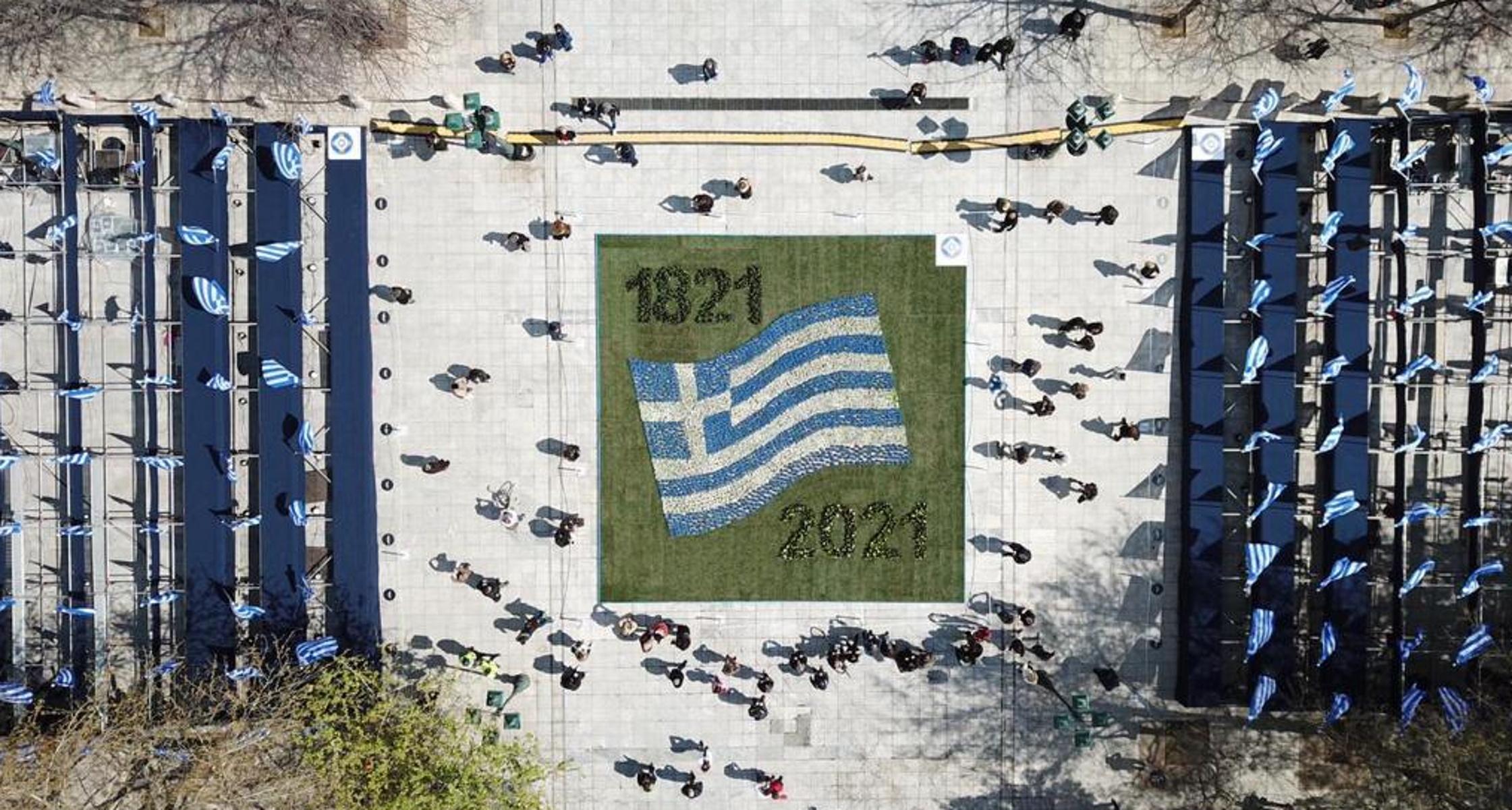 25η Μαρτίου – Αθήνα: Στα χρώματα της Ελλάδας στέλνει παγκόσμιο μήνυμα Ελευθερίας και Δημοκρατίας  (pics)
