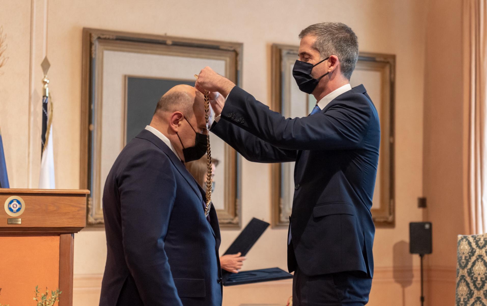 25η Μαρτίου – Μπακογιάννης: Απένειμε  το Χρυσό Μετάλλιο των Αθηνών στον Ρώσο Πρωθυπουργό (pics)