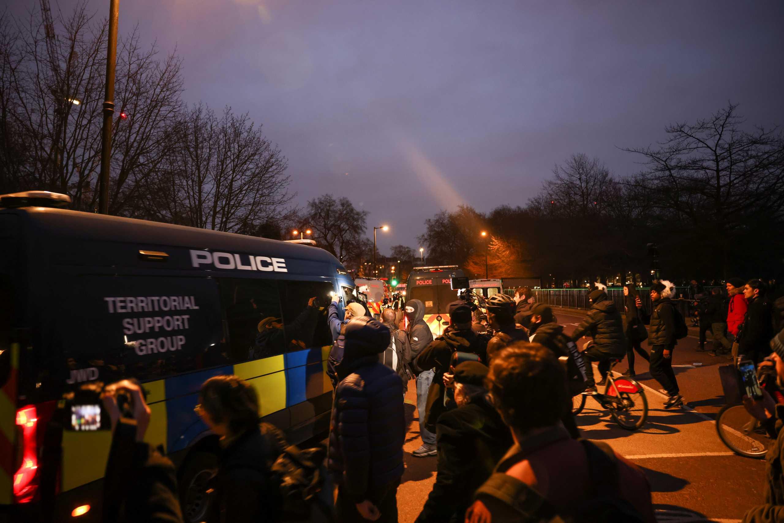 Ταραχές στο Λονδίνο και 33 συλλήψεις σε διαδήλωση κατά των μέτρων για την πανδημία