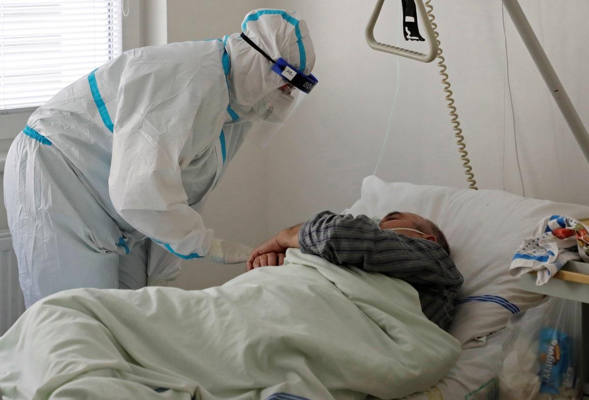 Κορονοϊός: «Ξεχείλισαν» τα νοσοκομεία στην Τσεχία – Έκκληση σε γειτονικές χώρες να παραλάβουν ασθενείς
