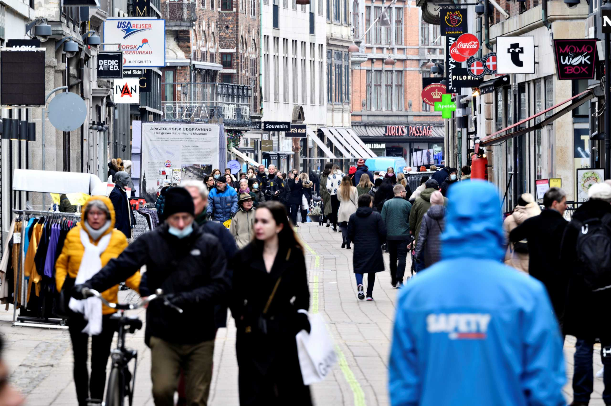 Το «corona pass» της Δανίας που επιτρέπει την πρόσβαση στην κοινωνική ζωή