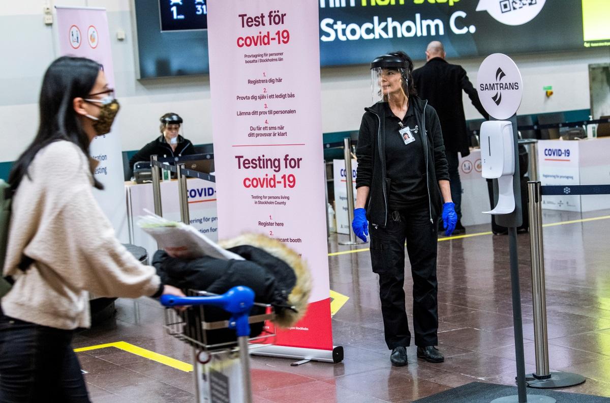 Σουηδία: «Βαίνουμε ολοταχώς προς το τρίτο κύμα της πανδημίας»