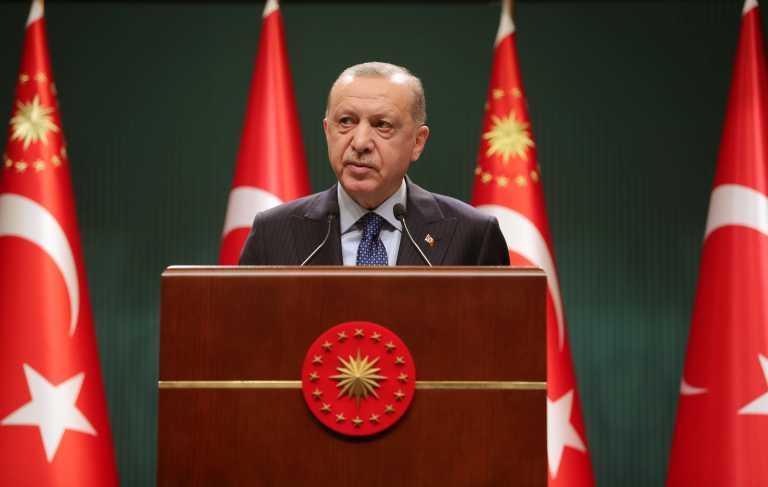 Ο Ερντογάν βλέπει απειλές παντού: Εσείς μας αναγκάζετε να φερόμαστε έτσι