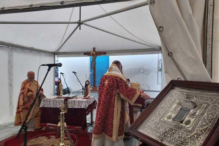 Θεία Λειτουργία σε σκηνή στο σεισμόπληκτο Δαμάσι (pics, vid)