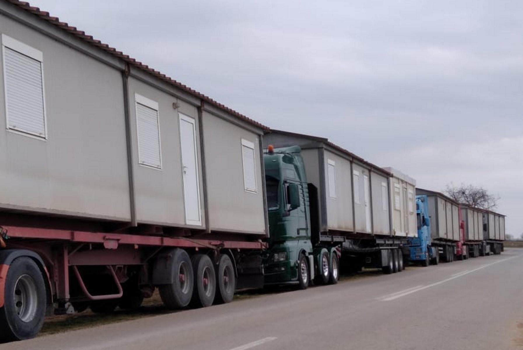 Δαμάσι Τυρνάβου: Έφτασαν τα πρώτα τροχόσπιτα για τους σεισμοπαθείς (pics, vid)