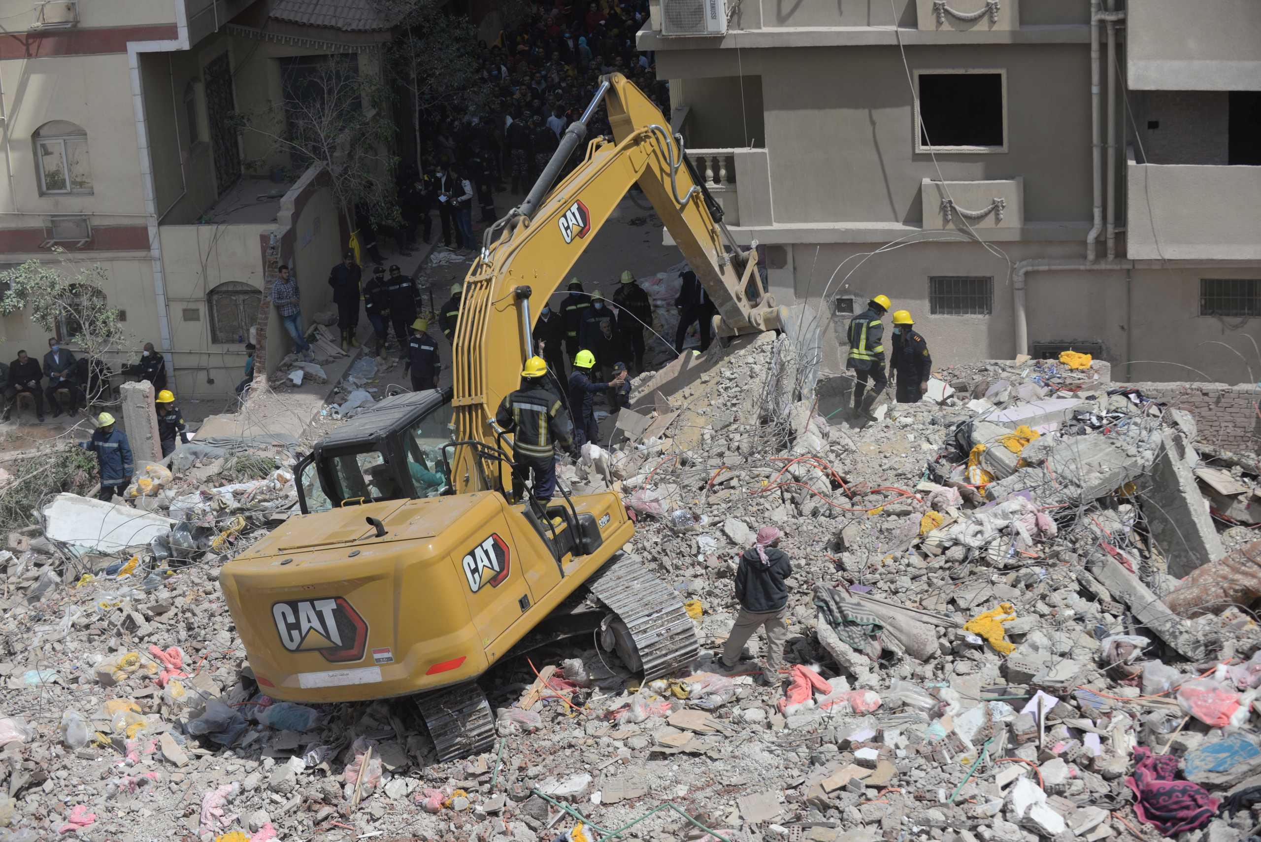 Αίγυπτος: Ένταλμα σύλληψης για τον ιδιοκτήτη της πολυκατοικίας που κατέρρευσε στο Κάϊρο