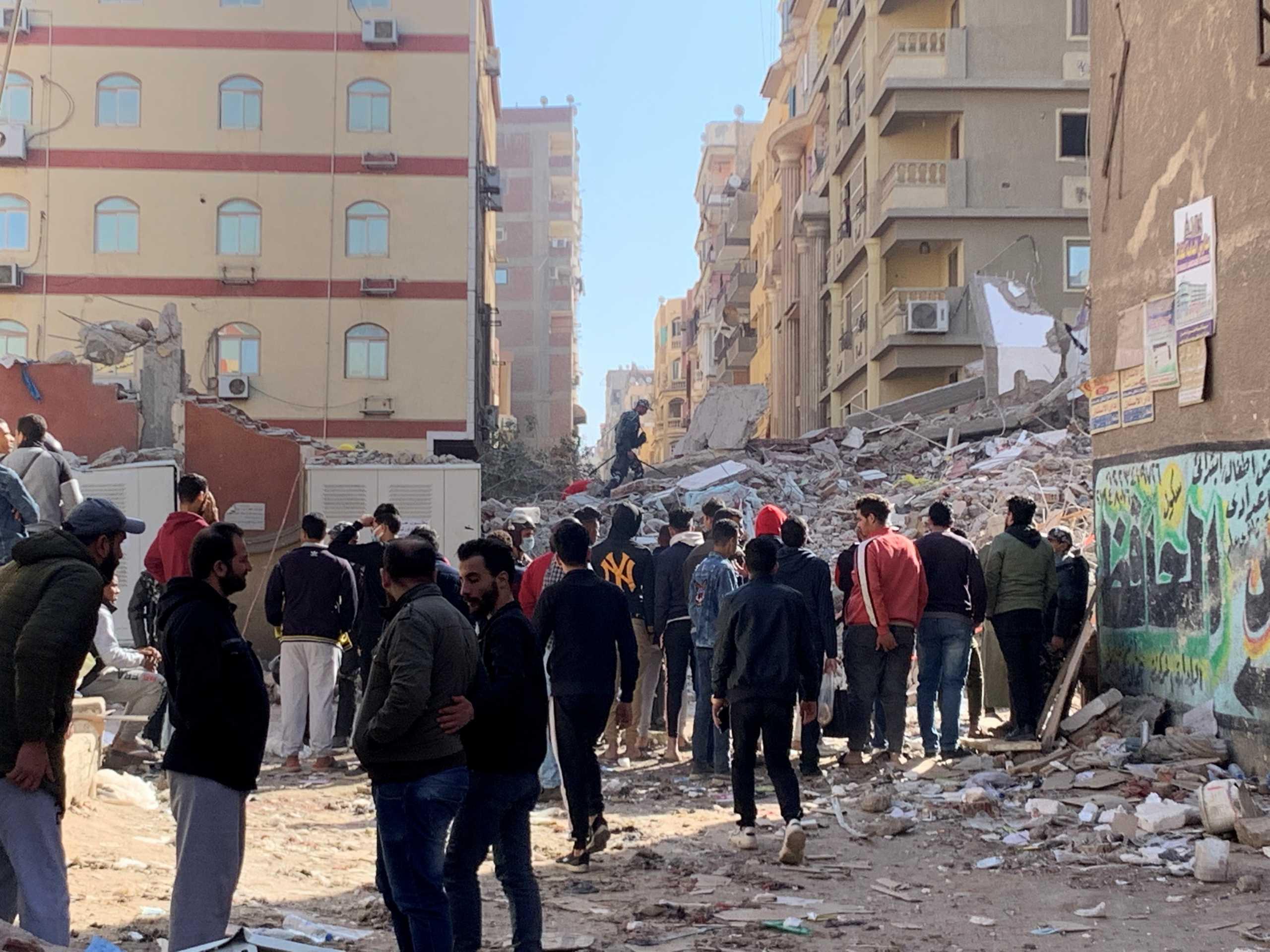 Τραγωδία στο Κάιρο: Κατέρρευσε 9οροφο κτίριο – 5 νεκροί και 24 τραυματίες (pics)