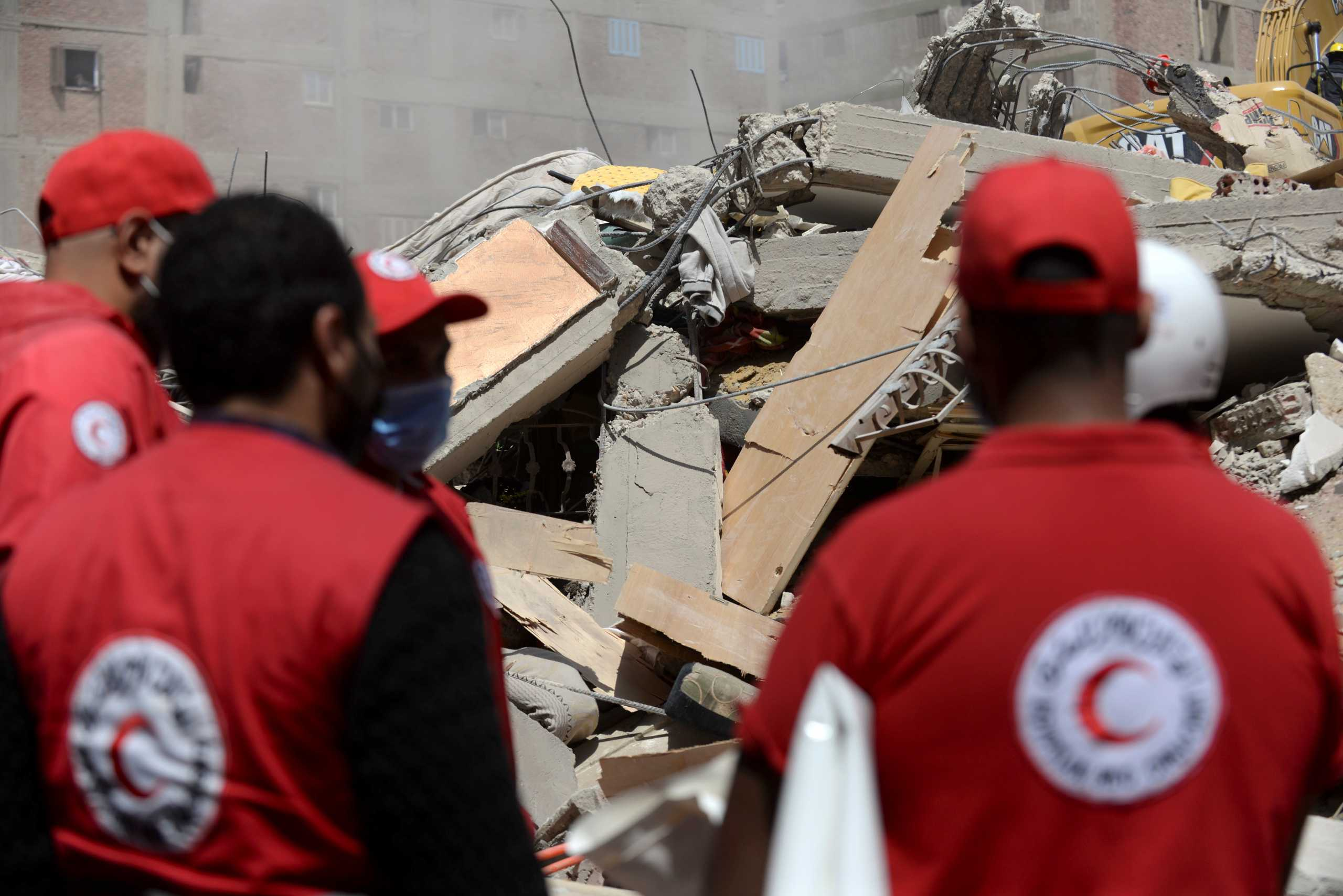 Κάιρο: Στους 25 οι νεκροί από την κατάρρευση της δεκαώροφης πολυκατοικίας (pics)