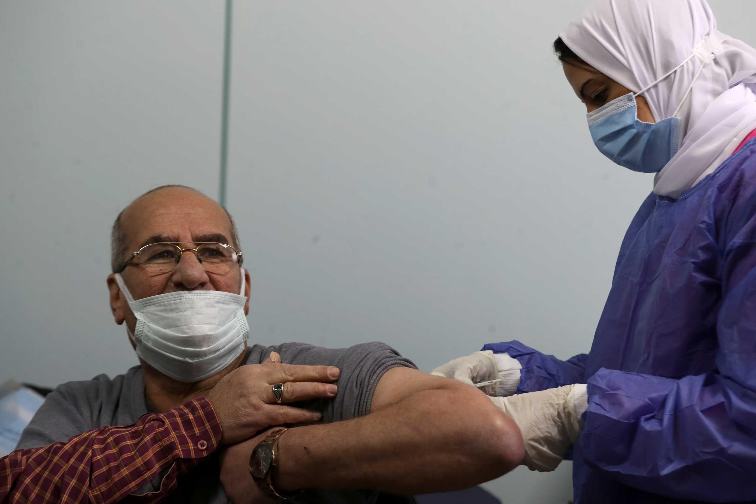 Αίγυπτος: Δε θα διακοπούν οι εμβολιασμοί την περίοδο της νηστείας για το Ραμαζάνι