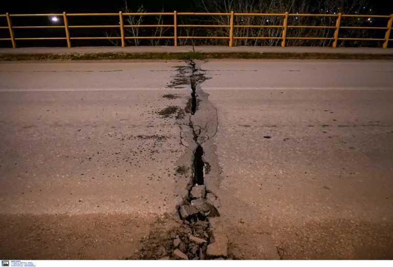 Σεισμός στην Ελασσόνα: «Σοκαρισμένοι» οι επιστήμονες – Τι φοβούνται – Δύσκολη νύχτα για τον κόσμο στο δρόμο