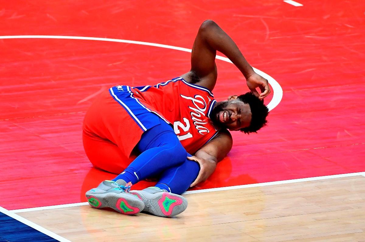 O Εμπίντ τραυματίστηκε στο γόνατο, «συναγερμός» στους 76ers (video)