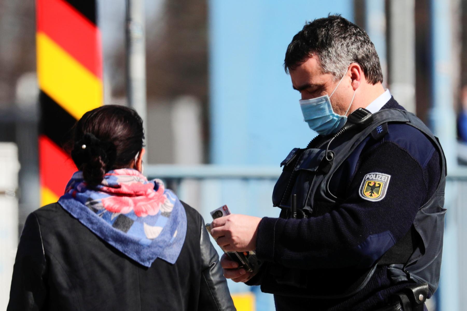 Γερμανία: Δυσφορία για κλειστές εκκλησίες και σκληρό lockdown το Πάσχα – «Καρφιά» για Μέρκελ