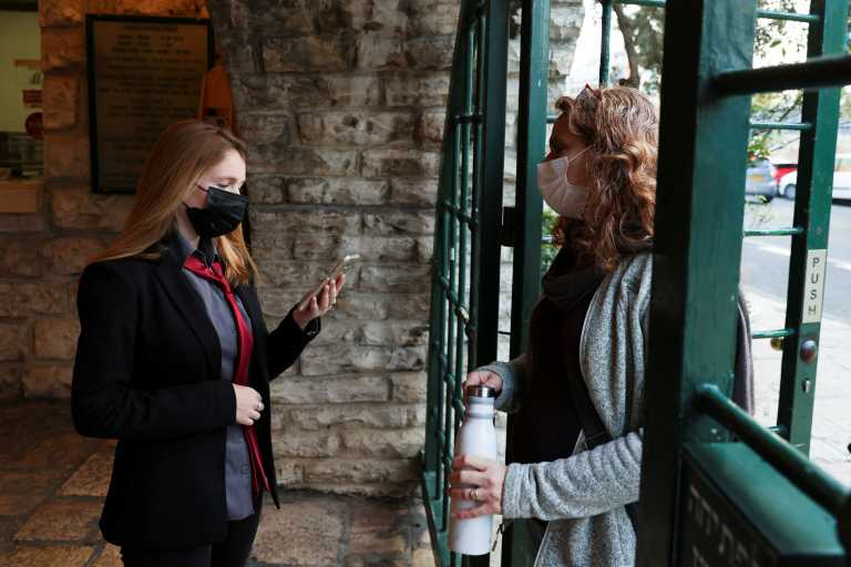 Ισραήλ: Απαγορεύτηκε η χρήση κινητού για την ιχνιλάτηση φορέων κορονοϊού