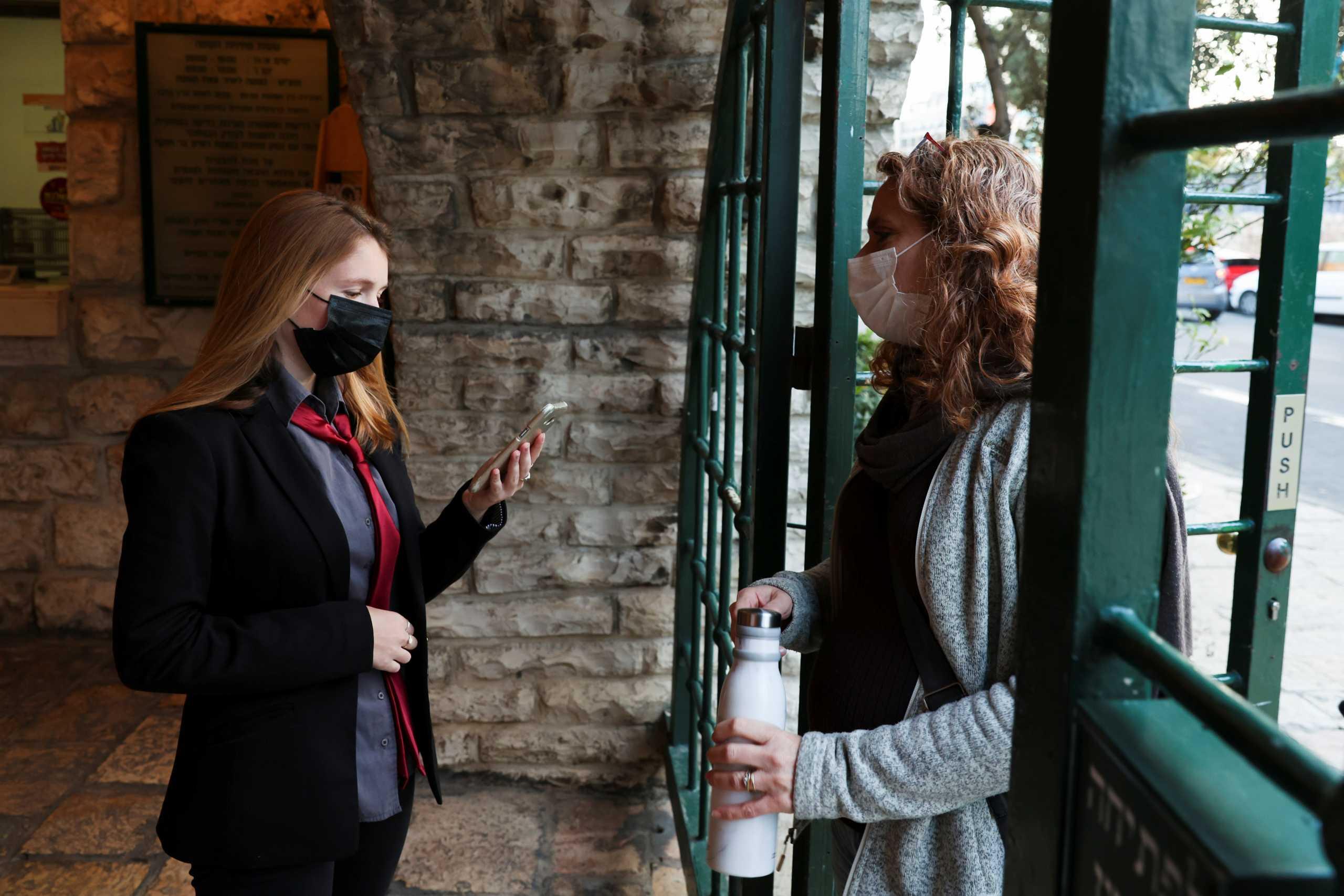 Απαγορεύτηκε η χρήση κινητού για την ιχνιλάτηση φορέων κορονοϊού