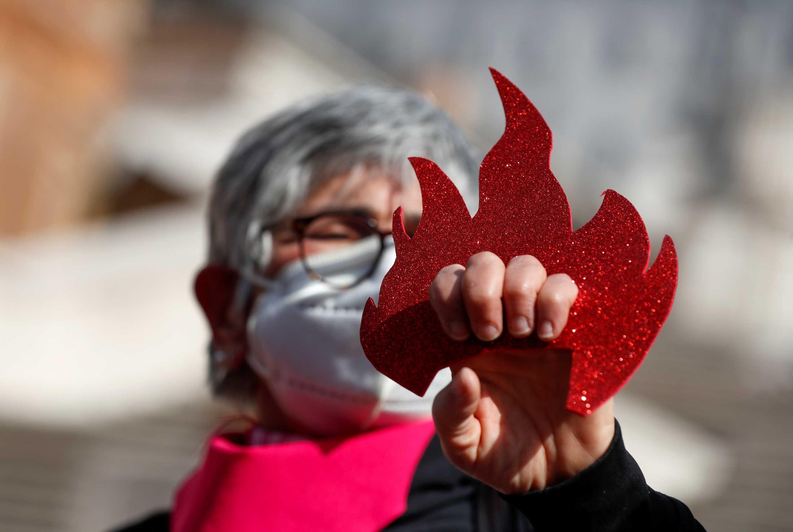 Φεμινιστική απεργία τη Δευτέρα στη Γαλλία για τις αδικίες της υγειονομικής κρίσης
