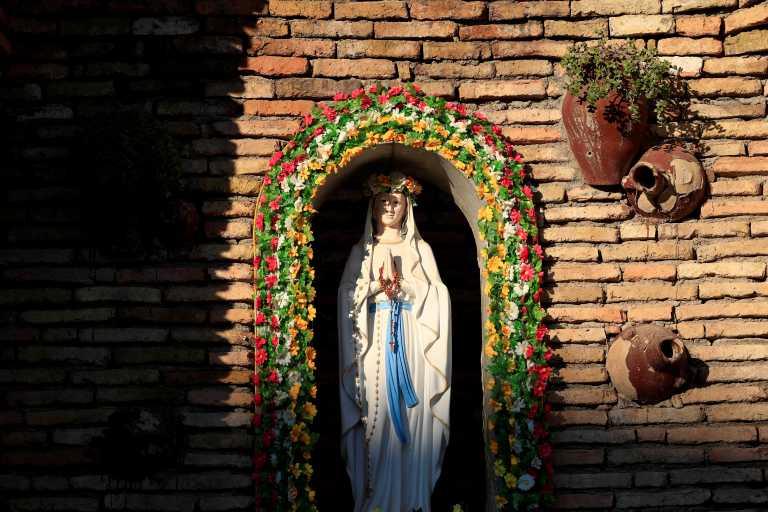 Πάει Ιράκ ο Πάπας Φραγκίσκος εν μέσω πανδημίας, επιθέσεων με ρουκέτες και διαδηλώσεων