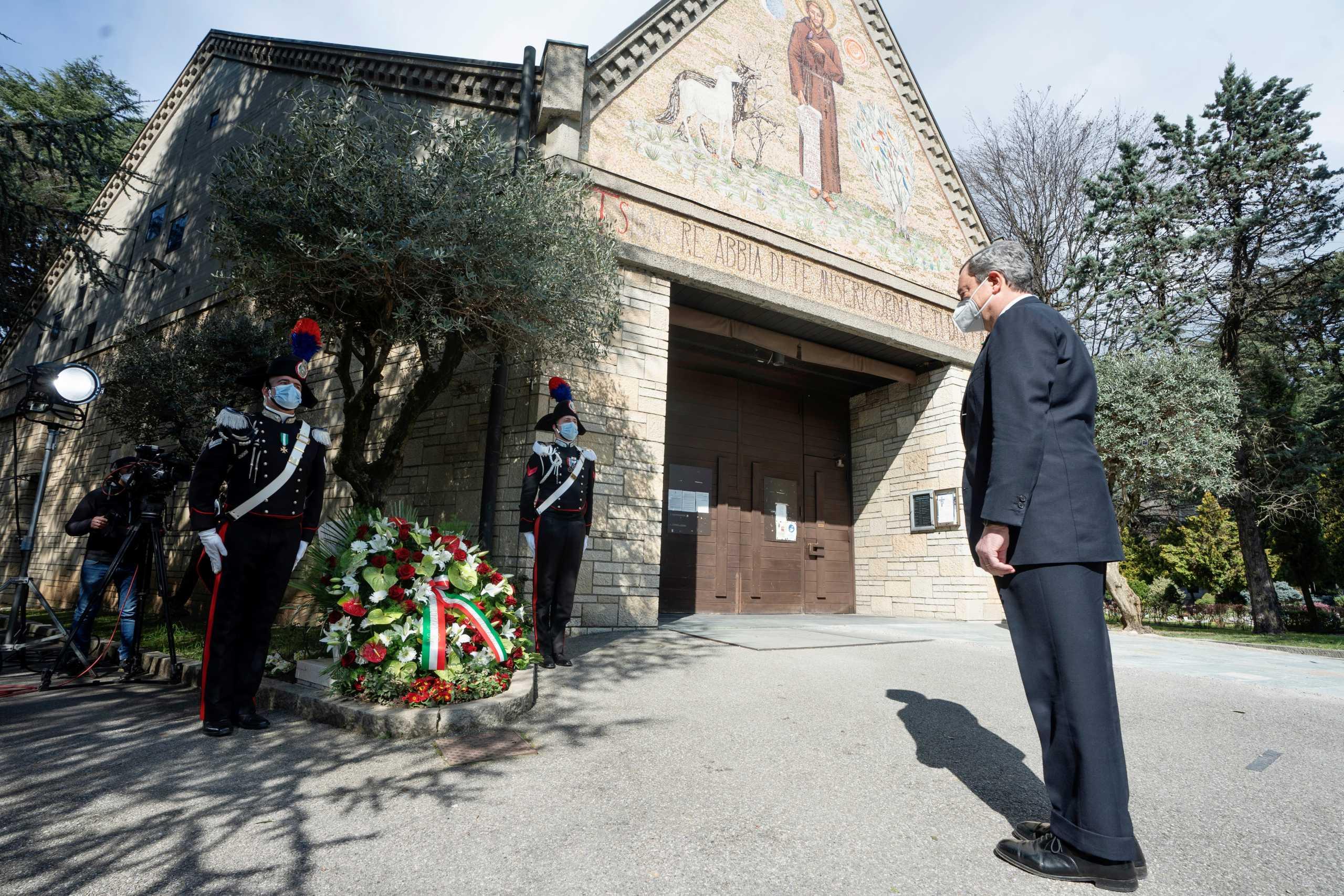 Μνημείο για τα θύματα του κορονοϊού στην Ιταλία – Στο Μπέργκαμο ο Μάριο Ντράγκι (pics, vid)