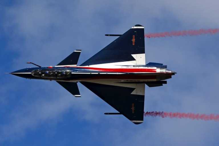 J-10: Το μαχητικό αεροσκάφος που «καμαρώνει» η κινεζική Αεροπορία και «ανταγωνίζεται» το F-16 [vid]