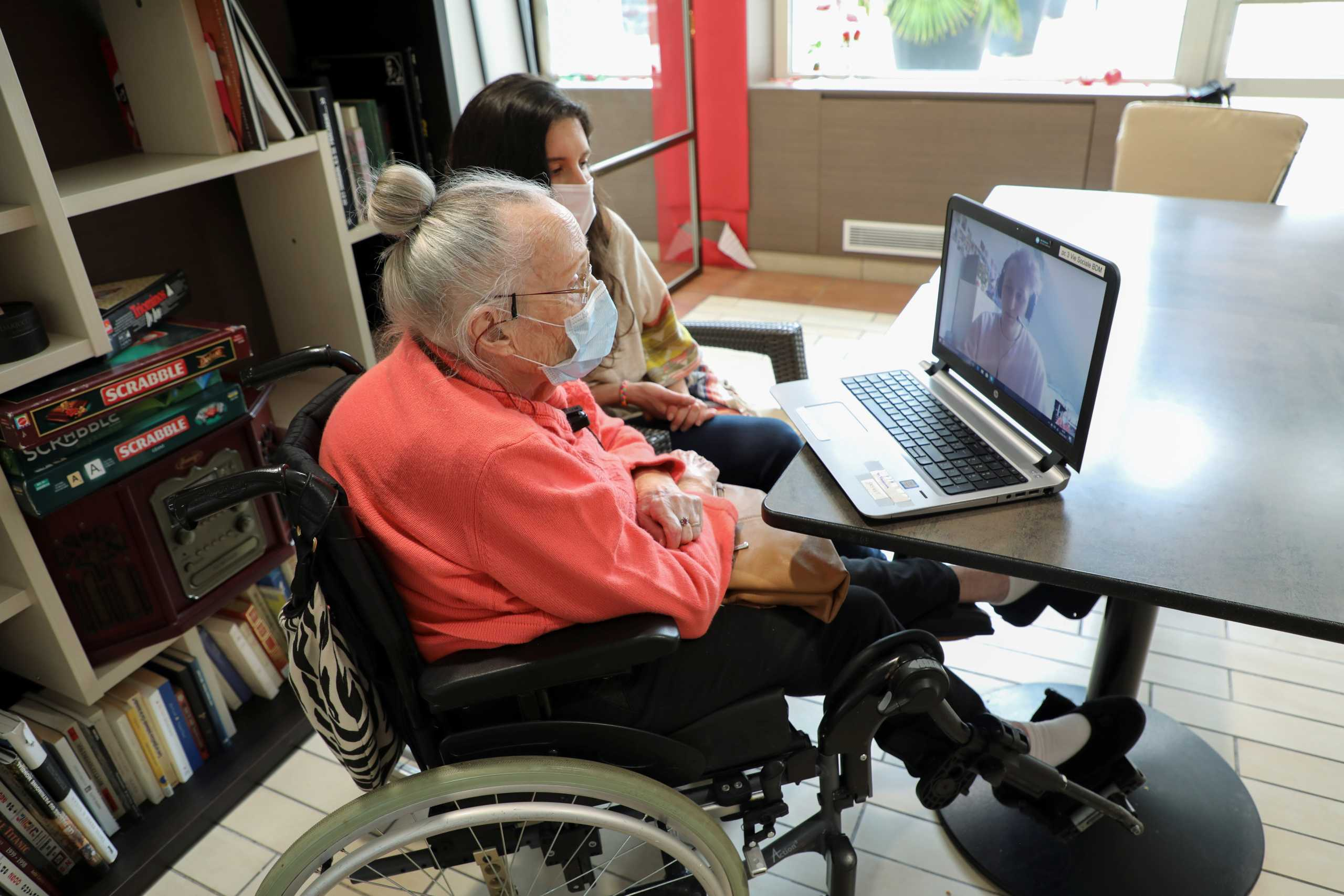 Φιλία στην εποχή του lockdown: Η απίθανη σχέση 98χρονης Γαλλίδας συνταξιούχου με Βρετανό φοιτητή