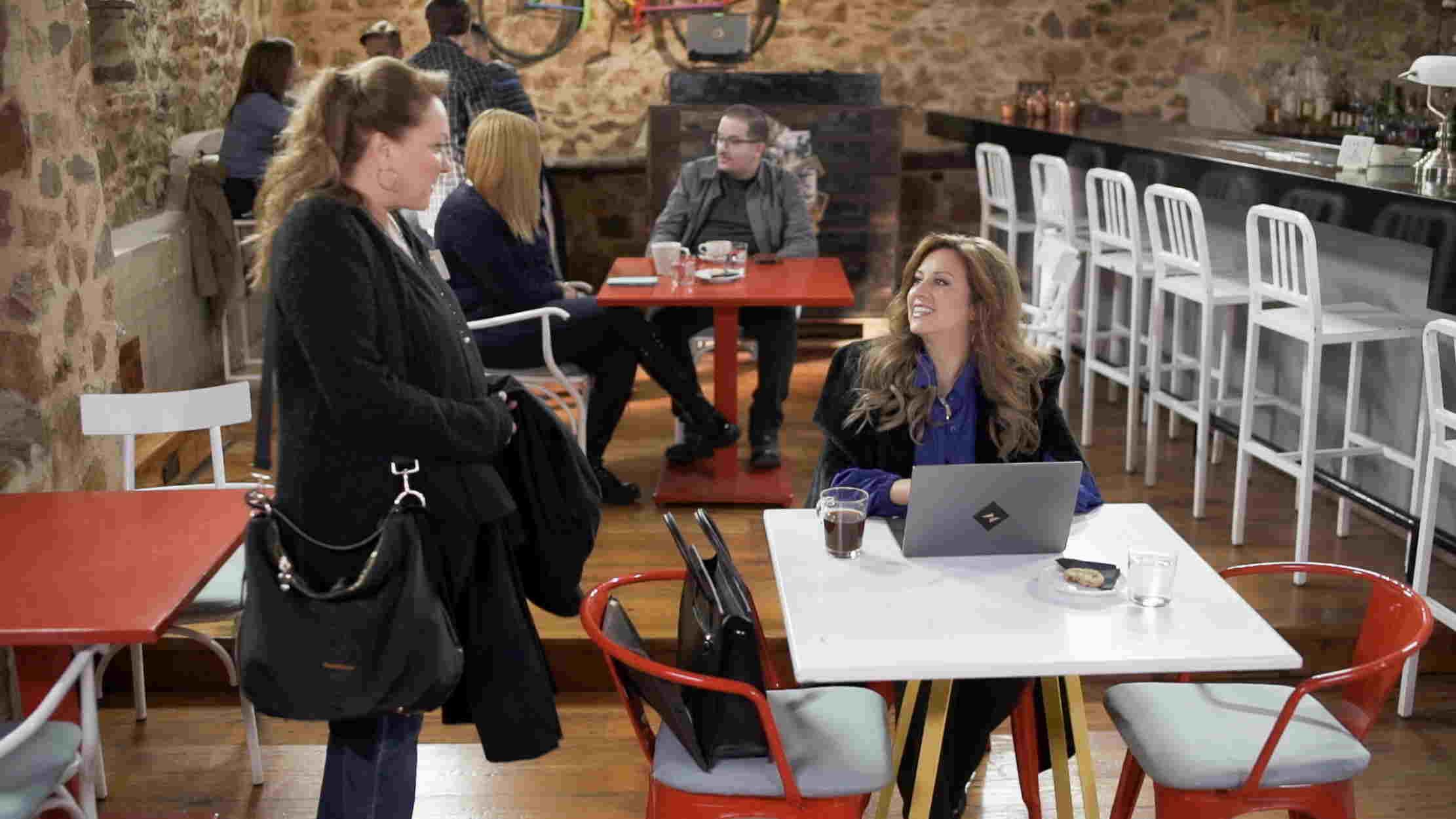 Η Ευαγγελία Μουμούρη νέο πρόσωπο στο Καφέ της Χαράς