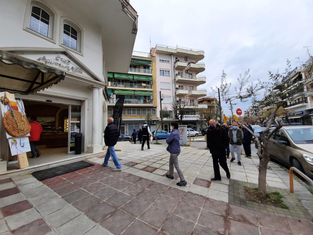 Θεσσαλονίκη: Οι ουρές της λαγάνας – Γέμισαν οι φούρνοι από νωρίς το πρωί της Καθαράς Δευτέρας (video)