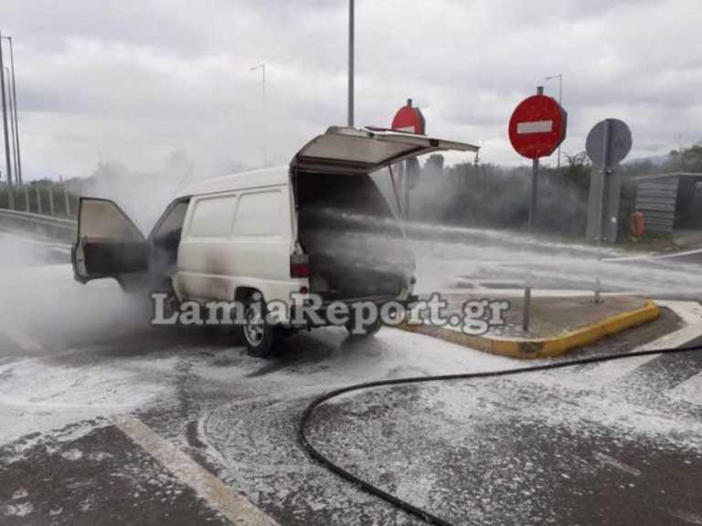 Φθιώτιδα: Συναγερμός για φορτηγάκι  που άρπαξε φωτιά στην εθνική οδό (pics)
