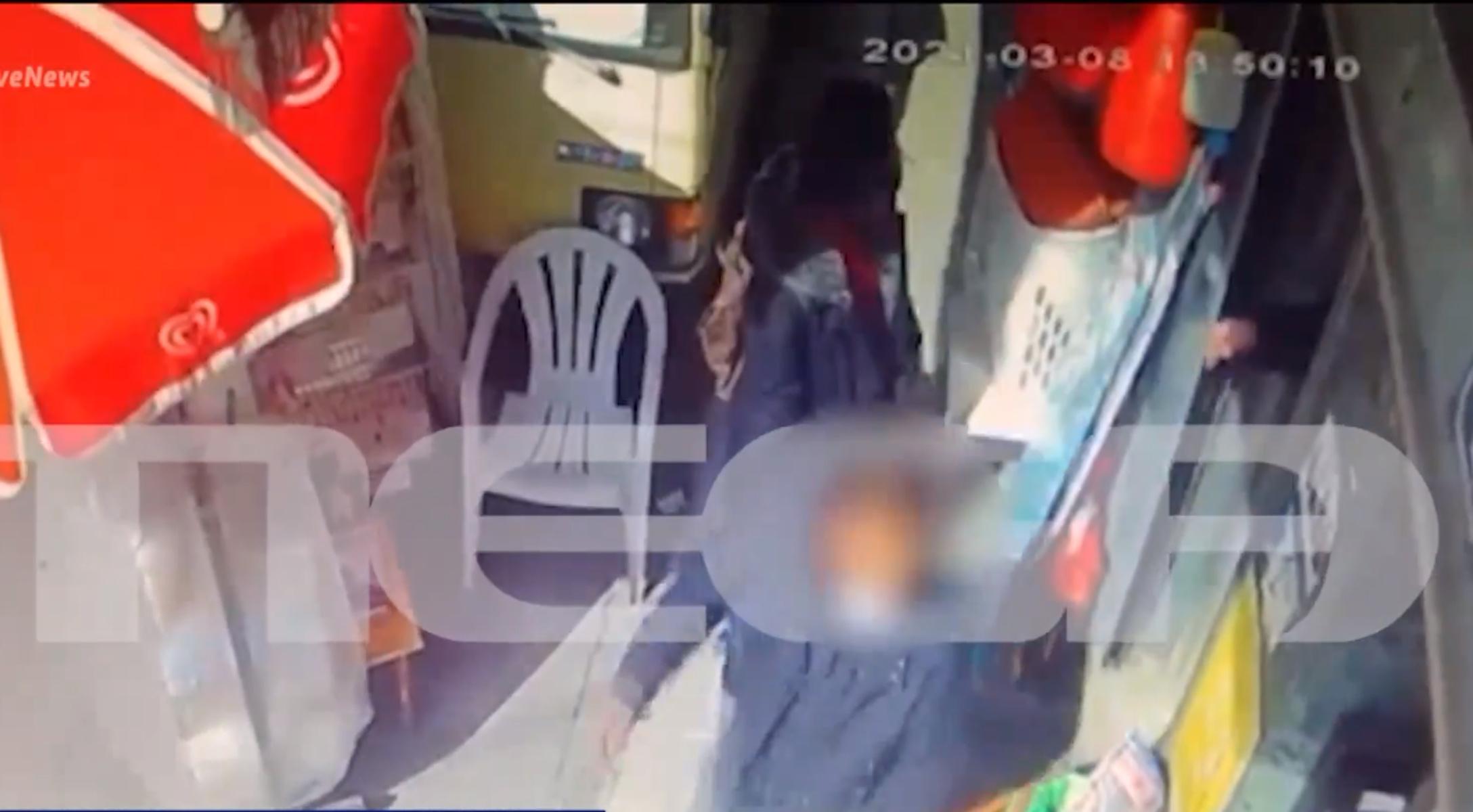 Θεσσαλονίκη: Ατρόμητη ιδιοκτήτρια ψιλικατζίδικου – Έπιασε τον κλέφτη από τον γιακά και τον πέταξε έξω (vid)