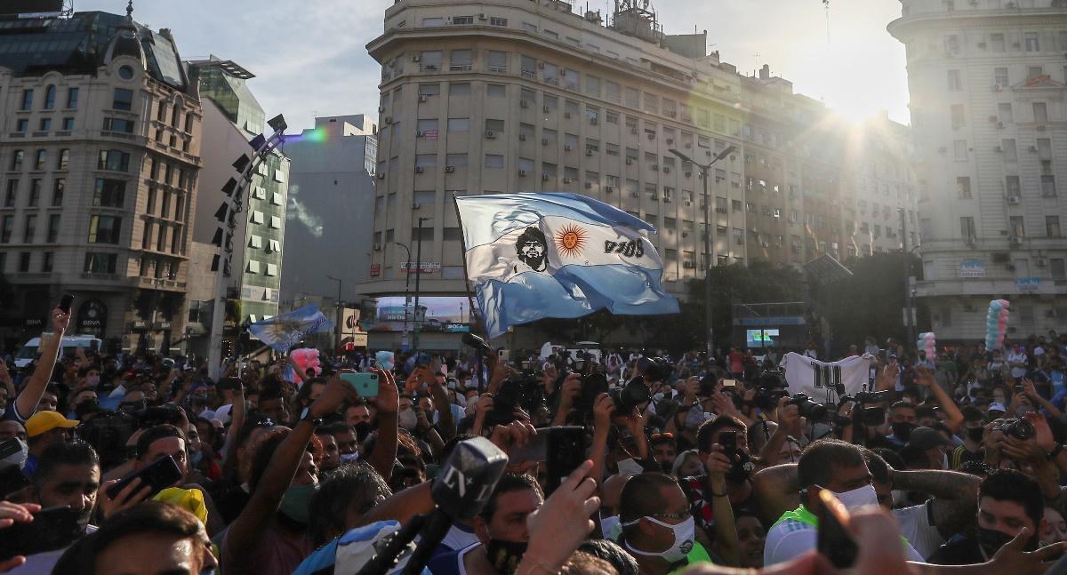 Μαραντόνα: «Δεν πέθανε, τον σκότωσαν» φώναξαν οπαδοί του στο Μπουένος Άιρες (video)
