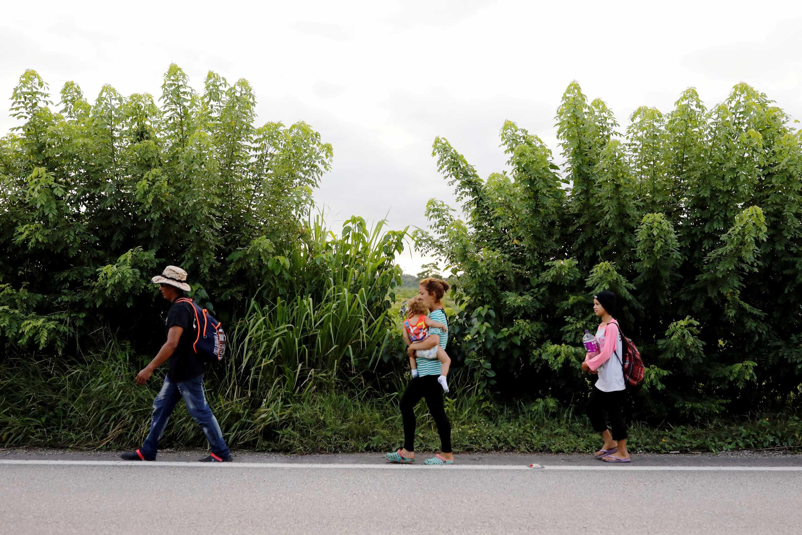 «Τα σύνορα με το Μεξικό δεν είναι ανοιχτά» λέει η κυβέρνηση Μπάιντεν μετά τις κατηγορίες ότι ευνοεί την εισροή μεταναστών