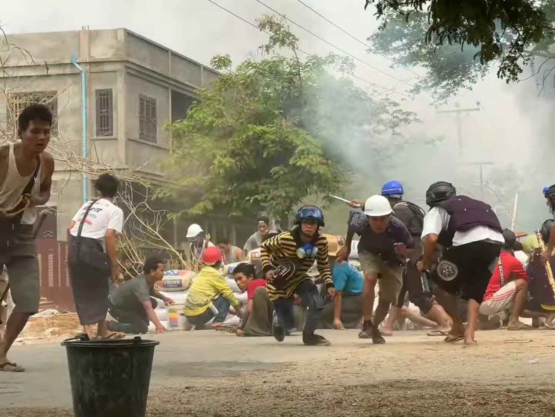 Πραξικόπημα στην Μιανμάρ: Ο επικεφαλής του στρατού υπόσχεται ξανά εκλογές – Συνεχίζονται οι αιματηρές διαδηλώσεις (pics)