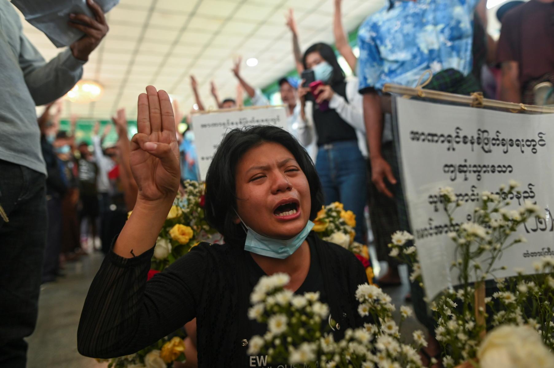 Μιανμάρ: Χιλιάδες διαδηλωτές πάλι στους δρόμους – 55 οι νεκροί από την αρχή του πραξικοπήματος