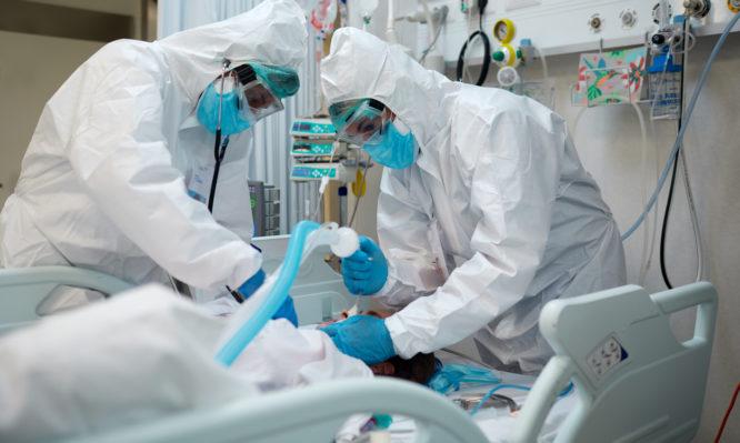 Κορονοϊός: Πόσο μειώνει το εμβόλιο τις διασωληνώσεις στην αληθινή ζωή – Τι συνέβη στο Ισραήλ