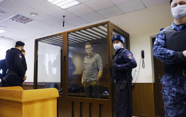 Υπόθεση Ναβάλνι: Η Ρωσία υπόσχεται να απαντήσει στις κυρώσεις των ΗΠΑ και ΕΕ