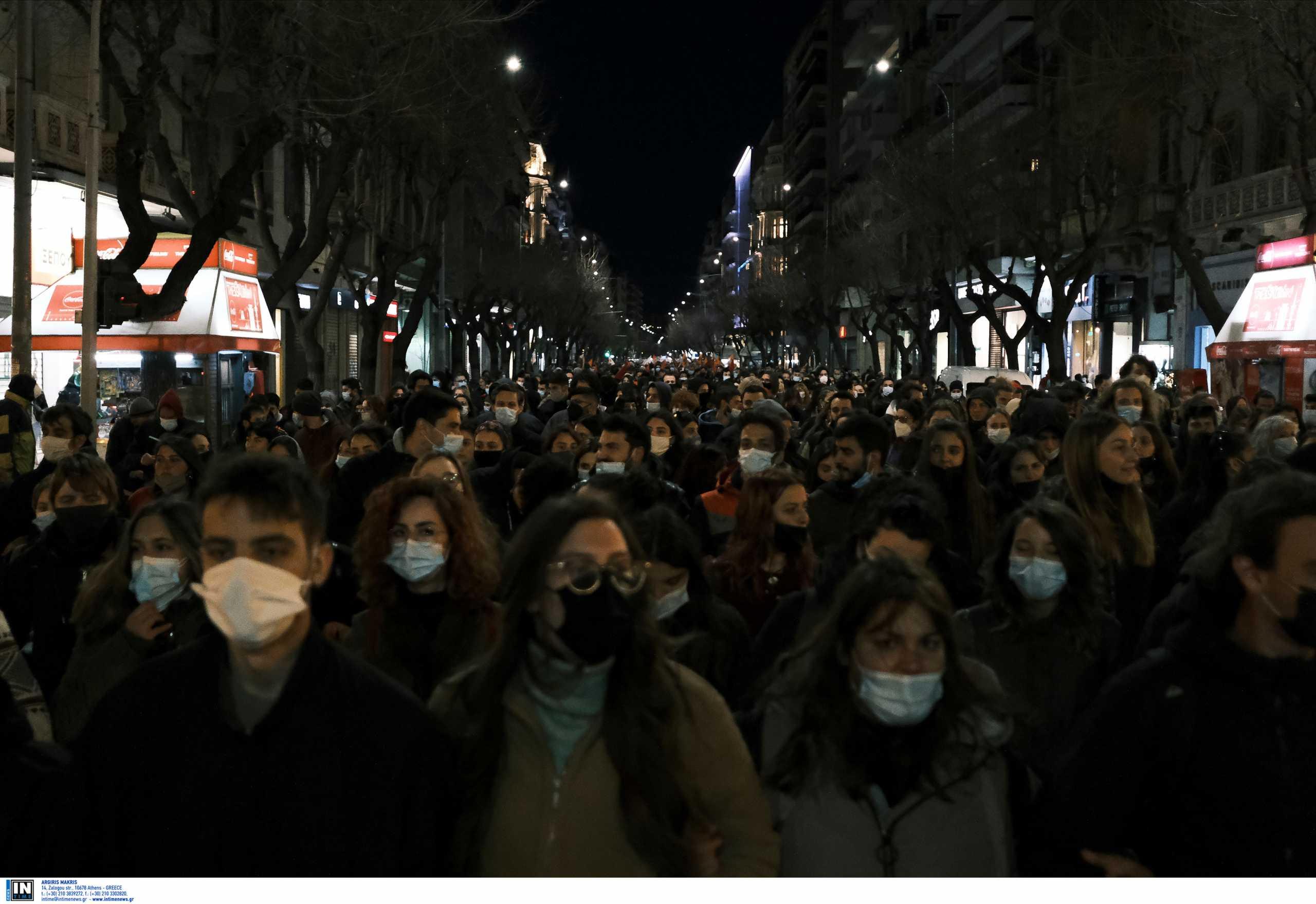 ΝΔ: Είχαμε 14 πορείες την ημέρα – Ο Τσίπρας αναλάμβανε το ρίσκο για την εξάπλωση της πανδημίας