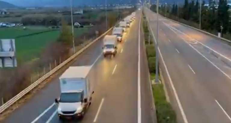 Λάρισα: 11 φορτηγά με είδη πρώτης ανάγκης για τους σεισμοπαθείς – Το «tweet» του Πατούλη