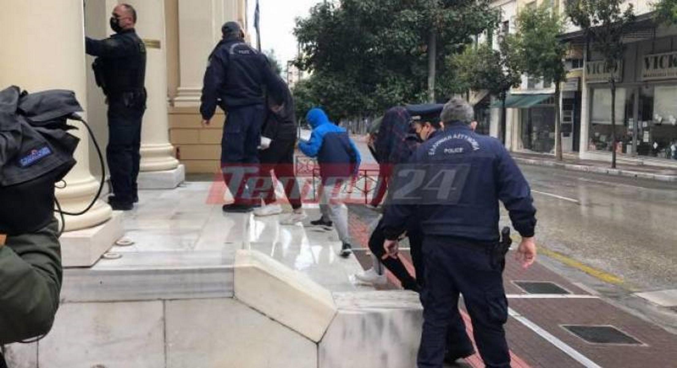 Πάτρα – κορονοπάρτι: Προθεσμία για να απολογηθούν την Τετάρτη πήραν οι 4 συλληφθέντες