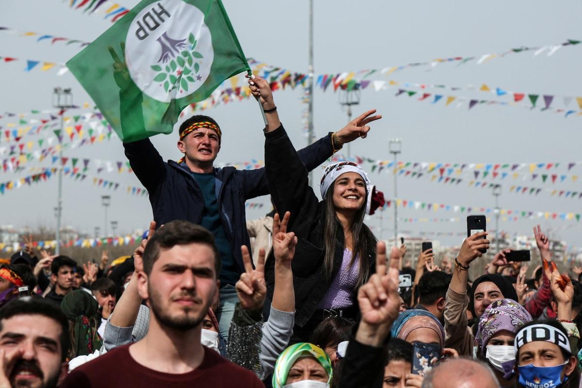Τουρκία: Γραφειοκρατικές λεπτομέρειες «σκάλωσαν» προς το παρόν την απαγόρευση του φιλοκουρδικού HDP