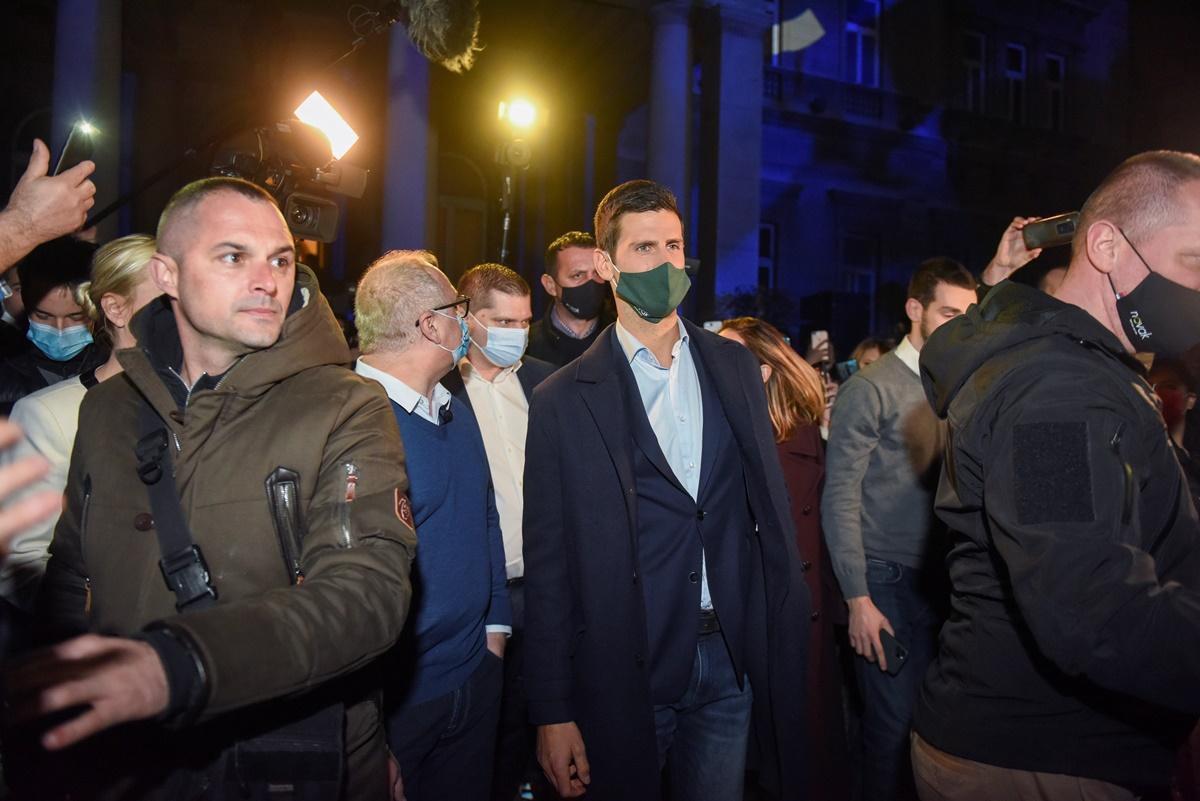 Τζόκοβιτς: «Προκάλεσε» κοσμοσυρροή στη Σερβία παρά τα περιοριστικά μέτρα για τον κορονοϊό (video, pics)