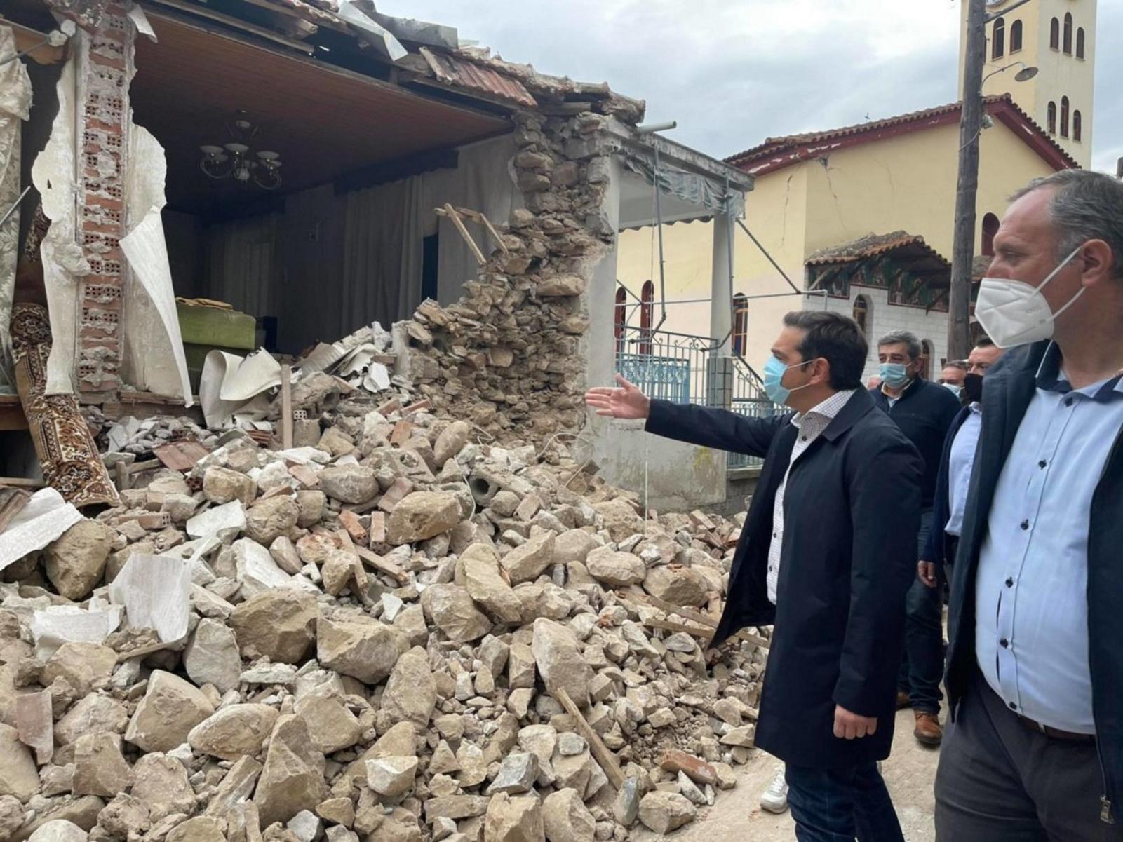 Σεισμός στην Ελασσόνα: Στο κατεστραμμένο Δαμάσι ο Αλέξης Τσίπρας (pics, vid)