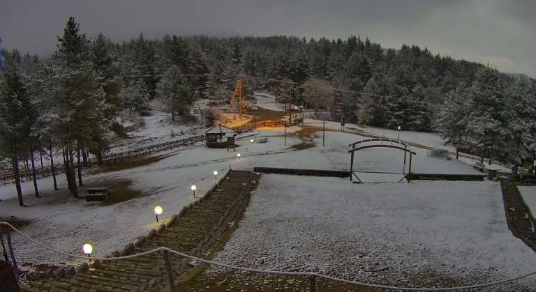 Καιρός – Ξάνθη: Πρωτομηνιά με χιόνια στο Δασικό Χωριό (pics)