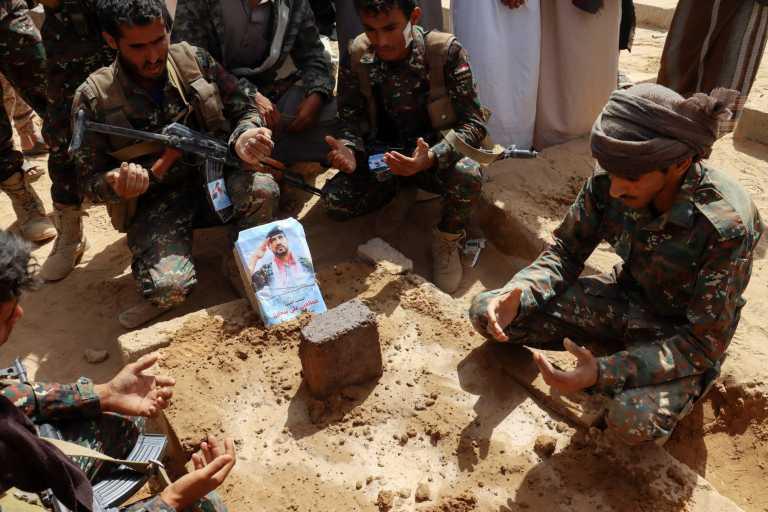 Υεμένη: Τουλάχιστον 90 νεκροί σε μάχες ανάμεσα σε κυβερνητικές δυνάμεις και αντάρτες