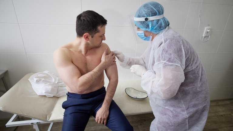 Ουκρανία: Εμβολιάστηκε ο πρόεδρος Ζελένσκι για να δώσει το καλό παράδειγμα