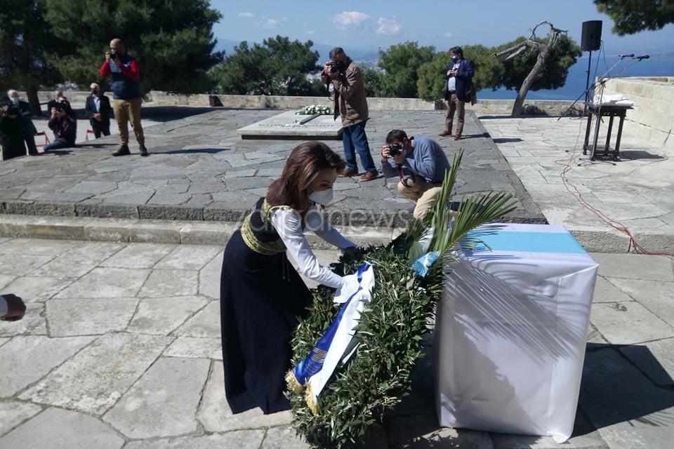 Κρήτη: Η Γιάννα Αγγελοπούλου μαγνήτισε τα βλέμματα στους τάφους των Βενιζέλων – Δείτε τι επέλεξε να φορέσει (pics)