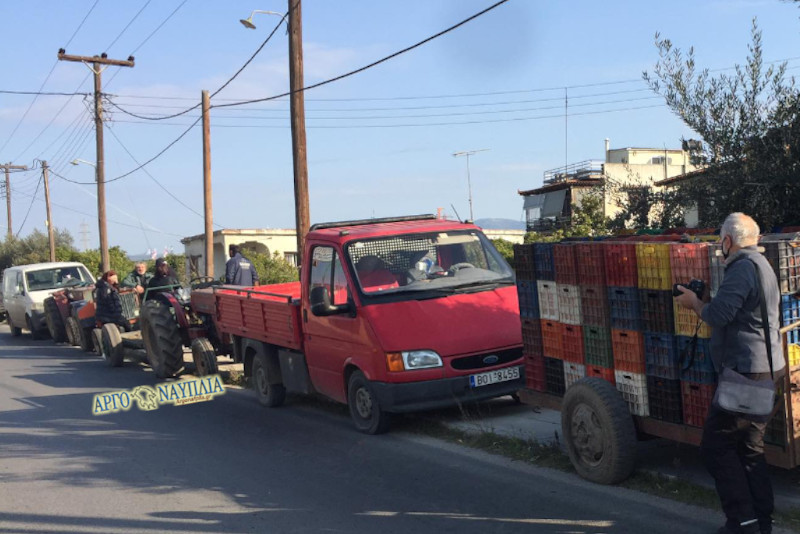 Αργολίδα: «Τα πορτοκάλια μας παραμένουν άκοπα στα δέντρα» – Απελπισμένοι αγρότες στους δρόμους (pics)