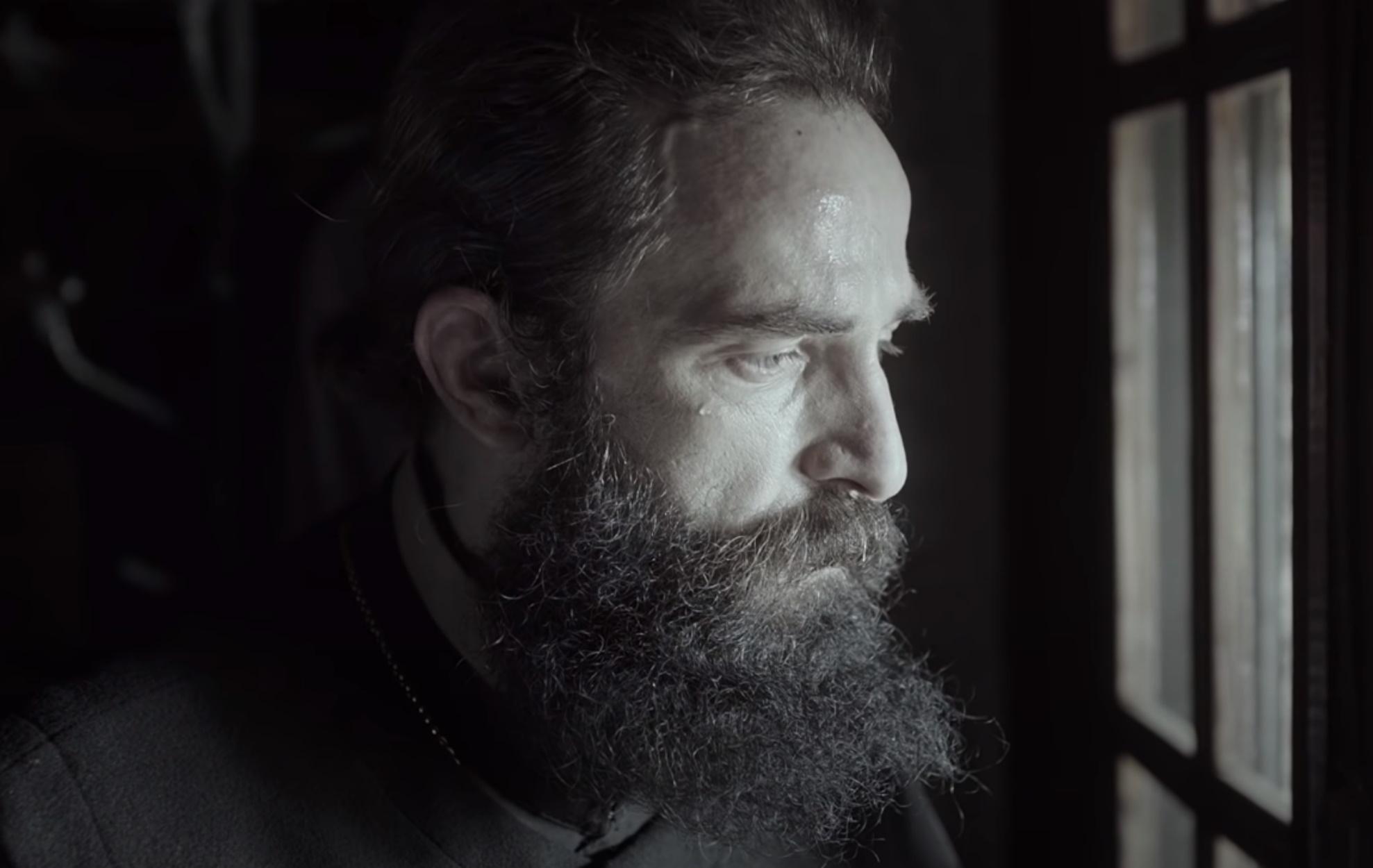 Tο τρέιλερ της ταινίας «Man Of God» με τον Αρη Σερβετάλη ως Άγιο Νεκτάριο