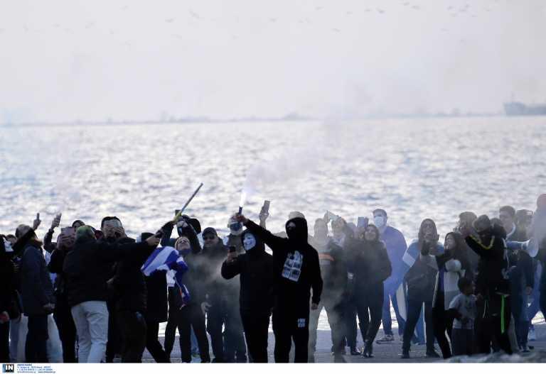 Εξαδάκτυλος: Οργισμένη αντίδραση για τους αρνητές του κορονοϊού